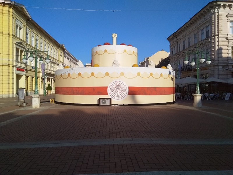 Szeged 300: the Big Anniversary Cake you Can Walk Inside