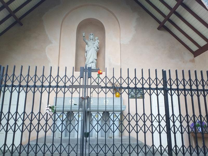 Statue of Virgin Mary at the Chapelle de Pennacorn